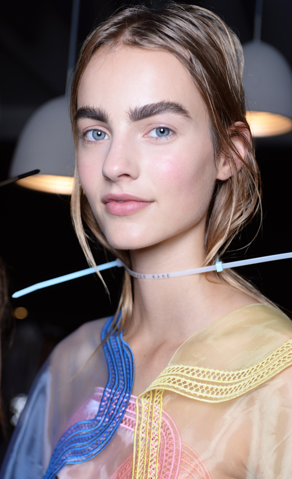 Les sourcils de Christopher Kane