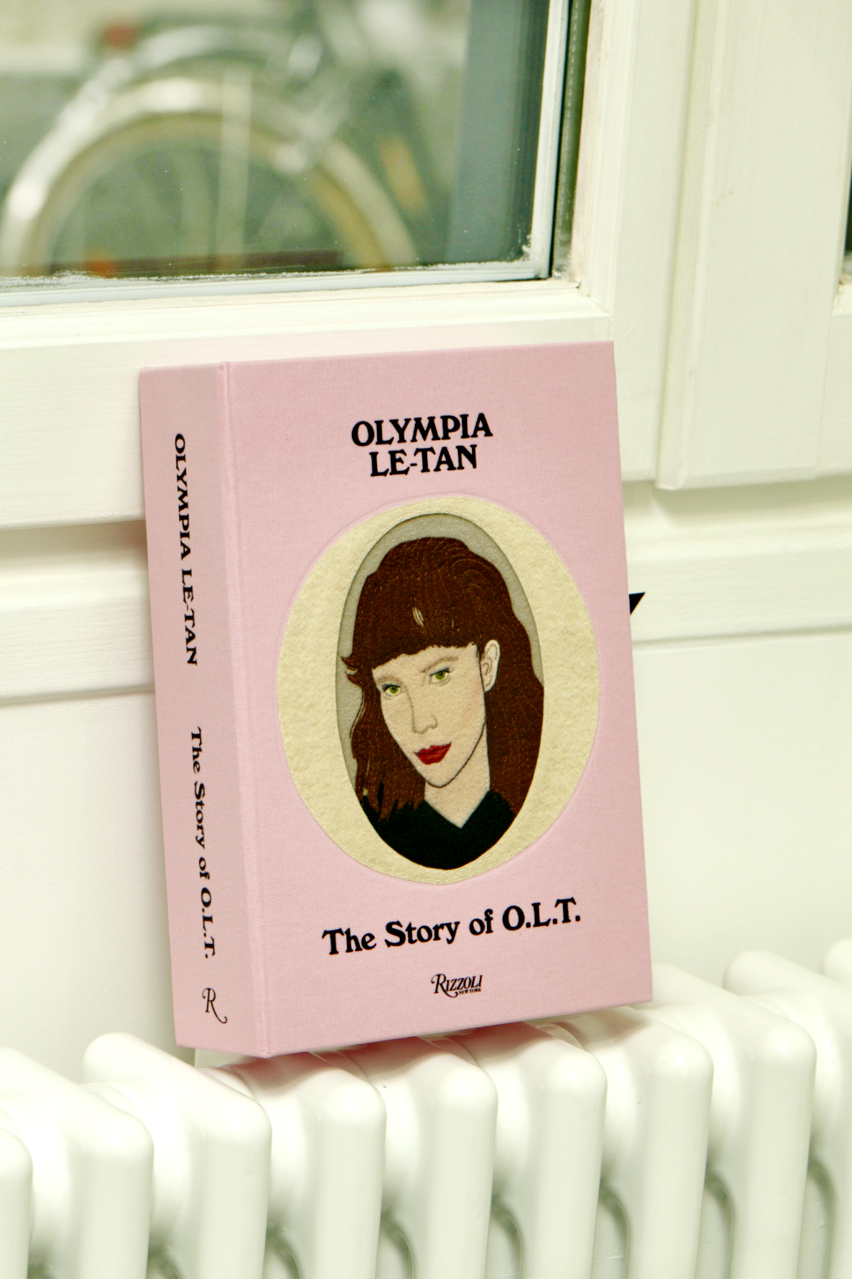 OLYMPIA LE TAN CARTON MAGAZINE